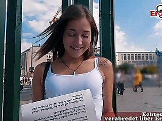 Süße 18 jahre Studentin aus dem Ausland im Urlaub zum Sex casting abgeschleppt über EroCom Date und blank befickt