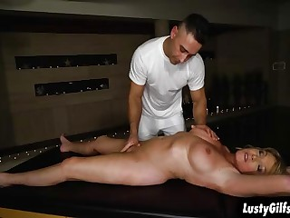 Horny MILF Amy enjoys a sizzling fuck massage
